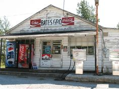 Grocery Store/Gas Station - miss these! Old Buildings, Abandoned Buildings, Abandoned Places, Old General Stores, Old Country Stores, Country Life, Old Gas Pumps, Vintage Gas Pumps, Pompe A Essence