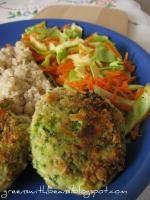 Najprostsze kotlety z tofu i brokułów (dieta wegańska) http://puszka.pl/przepis/6881-najprostsze_kotlety_z_tofu_i_brokulow.html