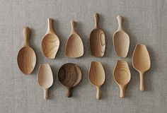 Tatsuya Aida - Hand carved spoons in Cherry, Zelkova and Buna. Carved Spoons, Ceramic Spoons, Love Spoons, Wood Spoon, Diy Holz, Wooden Kitchen, Japanese Design, Wood Turning, Kitchenware