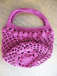 Your Mother's Day with Crochet: 10 Free Patterns! Mum Market Bag - great free crochet pattern for Mother's Day!Mum Market Bag - great free crochet pattern for Mother's Day! Bag Crochet, Crochet Market Bag, Crochet Handbags, Crochet Purses, Filet Crochet, Crochet Crafts, Crochet Projects, Crochet Baskets, Crochet Patron