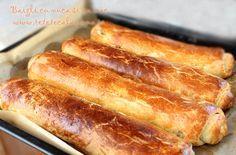 baigli cu nuca si cu mac, reteta de baigli cu nuca si cu mac 3 Hungarian Desserts, Romanian Desserts, Romanian Food, Romanian Recipes, World Recipes, My Recipes, Sweet Recipes, Cake Recipes, Dessert Recipes