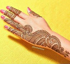 Simple Mehendi designs to kick start the ceremonial fun. If complex & elaborate henna patterns are a bit too much for you, then check out these simple Mehendi designs. Henna Hand Designs, Mehandi Designs, Latest Henna Designs, Mehndi Designs 2018, Mehndi Designs For Hands, Simple Mehndi Designs, Traditional Henna Designs, Girls Heart, Beautiful Mehndi Design