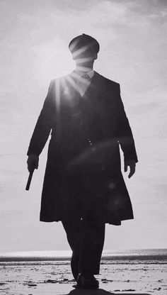 Cillian Murphy as Thomas Shelby Peaky Blinders 💕 Peaky Blinders Theme, Peaky Blinders Characters, Peaky Blinders Poster, Peaky Blinders Wallpaper, Peaky Blinders Series, Peaky Blinders Season, Peaky Blinders Quotes, Cillian Murphy Peaky Blinders, Peaky Blinders Merchandise
