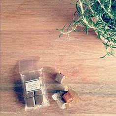 おやつ。メープルキャラメル。メープルを煮詰めて作ってあるのですって。なんて素敵。 - @yuu1026- #webstagram