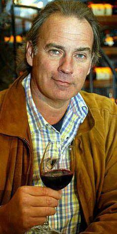 Manuel Pacheco. Madrid  Ama la vida, el amor y las mujeres pero no, no es Julito, aunque vive tras su sombra. Le gusta el jamón (extremeño)