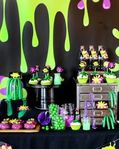 Need an awesome party theme for tweens? The SLIME party ROCKS! Bright colors, lots of oozing slime! You can get this awesome editable party set and go slime-alicious! Fun Party Themes, Birthday Party Decorations, Party Ideas, 13th Birthday Parties, 9th Birthday, Ciara Birthday, Birthday Nails, Birthday Ideas, Birthday Cake