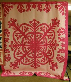 Spectacular! Love Hawaiian quilts