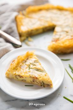 This Whole30 quiche lorraine with hash brown crust is the perfect Whole30 Mother's Day brunch recipe! Rich and creamy with a crispy crunchy hash brown layer