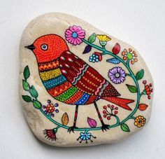 What is it about painted rocks that we just love? Colorful and well adapted to this particular rock. Pebble Painting, Pebble Art, Stone Painting, Stone Crafts, Rock Crafts, Pebble Stone, Stone Art, Caillou Roche, Art Pierre