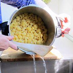 Electronic Pressure Cooker, Hip Pressure Cooking, Slow Cooker Pressure Cooker, Pressure Cooking Recipes, Using A Pressure Cooker, Crock Pot Cooking, Instant Pot Pressure Cooker, Slow Cooker Recipes, Cooking Lamb