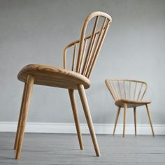 Miss Holly stol - vit 21 täckande – Svenssons. Study Furniture Design, Swedish Interiors, Royal College Of Art, Wishbone Chair, Modern Chairs, Dining Table, Wood, Inspiration, Presenter
