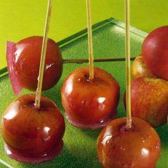 Kandierte Äpfel und Möhren-Zitronen-Konfitüre  Kandierte Äpfel, sie sind der Spaß auf jedem Volksfest und Weihnachtsmarkt, die süß umhüllten Liebesäpfel lassen sich aber auch selbst zubereiten. Verwenden Sie Äpfel mit säuerlichfrischem Fruchtfleisch, das einen feinen Kontrast  zur süßen Zuckerhülle bildet.  Möhren-Zitronen-Konfitüre: Möhren und Zitronen werden zu einer ungewöhnlichen, leuchtenden Konfitüre verarbeitet.  http://www.schlemmereckchen.de/kandierte-aepfel/