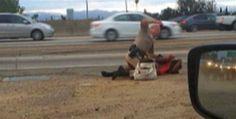 Policía de California golpea a mujer
