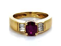 Ringweite: 53. Gewicht: ca. 6,2 g. GG 750. Klassisch eleganter Ring mit oval facettiertem pink-rotem Rubin, ca. 1,3 ct, flankiert von vier Diamanten im...