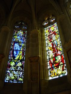 Picture - Stained glass windows at the Château de Chenonceau in Chenonceaux. Monuments, Royal Residence, Chapelle, France, Stained Glass Windows, Stuff To Do, Beautiful Places, Places To Visit, Castle
