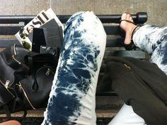 http://hereisnowsource.blogspot.com/2012/04/diy-tie-dye-jeans.html#