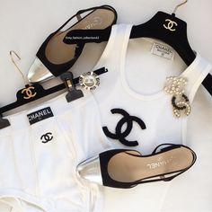 Chanel handbags – High Fashion For Women Chanel Outfit, Chanel Shoes, Chanel Fashion, Fashion 101, Luxury Fashion, Fashion Outfits, Womens Fashion, Fashion Trends, Fashion Beauty