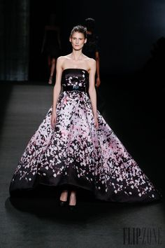 Monique Lhuillier Outono-Inverno 2014-2015 - Prêt-à-porter - http://pt.flip-zone.com/fashion/ready-to-wear/fashion-houses-42/monique-lhuillier-4533