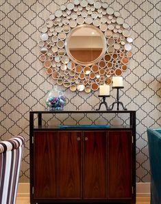 Além de funcionais, espelhos de formatos diferentes têm enorme poder decorativo!