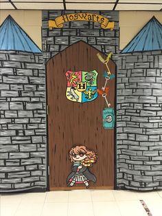 Harry Potter Door Decorations Ideas Hogwarts 32 Ideas For 2019 Harry Potter Teachers, Harry Potter Classes, Harry Potter Classroom, Harry Potter Decor, Classe Harry Potter, Harry Potter Thema, Harry Potter Halloween, Art Classroom, Classroom Themes