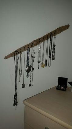 Knage til smykker lavet af Drivtømmer fra det danske Vesterhav