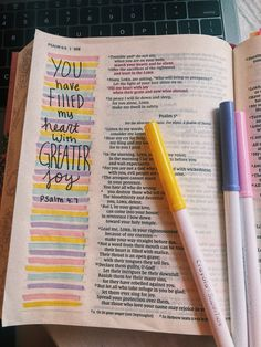 Bible Drawing, Bible Doodling, Bible Journaling For Beginners, Bible Study Journal, Bible Verses Quotes, Bible Scriptures, Tittle Ideas, Cute Bibles, Bibel Journal