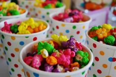 Willy Wonka Party: colored popcorn for the movie