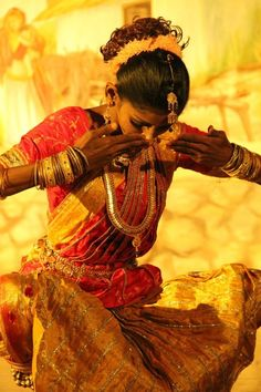 L' India che danza Indian Classical Dance, Amazing India, India Culture, Portraits, People Of The World, World Cultures, Belle Photo, Indian Beauty, Beautiful World