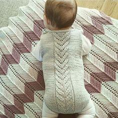 Throwback wednesday Seks mnd siden...det føles som i går jeg la ut dette bildet av snuppa på tre mnd..nå er hun høyt og lavt og sitter ikke stille et sekund!!  Six months ago, but feels like yesterday... #throwbackwednesday #memories #knitting #strikkibruk #babyknits #instaknit #knitstagram #knittersofinstagram #babyblanket #knit #striktilbaby #strikktilbaby #babystrikk #sticka #strikkedilla#følgstrikkere #babyteppe#knitaddict #ullergull#knitting_inspiration