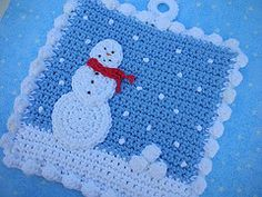 Ravelry: Got Snowballs? Crochet Potholder pattern by Doni Speigle Potholder is made of worsted weight cotton yarn, with front and back pieces crocheted together for double thickness,and a ring at top for hanging. Crochet Snowman, Crochet Christmas Ornaments, Christmas Crochet Patterns, Holiday Crochet, Crochet Home, Knit Crochet, Crochet Kitchen, Crochet Potholder Patterns, Crochet Dishcloths