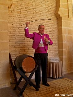 A true art: Serving Sherry in Jerez #Gourmet #Foodie tours http://tomatours.com/Sherry