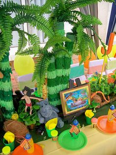 """""""Palm Trees"""" on Jungle Tablescape Jungle Party, Jungle Theme Birthday, Safari Theme Party, 2nd Birthday Parties, Birthday Ideas, Reptile Party, Kids Party Themes, Party Ideas, Animal Party"""