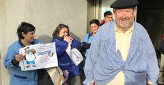 Olentzero entrega carbón a la alcaldesa por el bloqueo del convenio del taller Usoa
