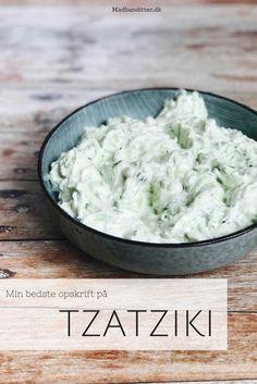 Tzatziki - den bedste opskrift på tzatziki finder du lige her. Spicy Recipes, Baby Food Recipes, Great Recipes, Healthy Recipes, Healthy Food, Pesto Dip, Broccoli Pesto, Good Food, Yummy Food