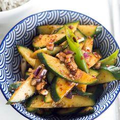 Koreanischer Gurkensalat, vegan, Beilage, scharf, Chili, raw Zucchini, Chili, Vegan, Vegetables, Food, Cucumber Salad, Side Dishes, Fresh, Healthy