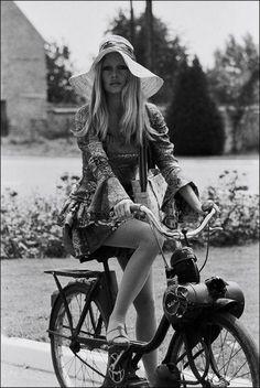 Brigitte Bardgot #destinationsummer #floppyhats