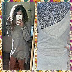 Vestido de moletom assimétrico fenda na lateral renda na touca da marca Kelcy Quadros