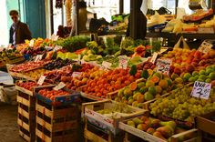 Sampling the fresh produce at the Rialto Market in Venice is a must! Rialto Market, Sustainable Transport, Visit Venice, Travelling Tips, Traveling, Visit Italy, Free Things To Do, Turin, Venice Italy