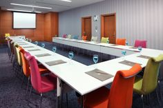80 m2 named Kyoto where the agreement against the global warming concluded is at the service of our guests. Our guests may perform their meetings from 24 to 72 participants to be organized in class, banquet, theatre and U and standard order.