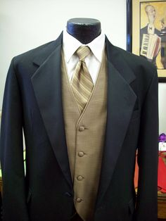 black and champagne...the colors of our wedding! I love a tie instead of a bowtie!