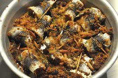 Les sardines à la façon « beccafico » sont un plat très gourmand d'origine sicilienne. Les éléments principaux de ce plat sont les sardines et les fruits secs (pignons d…
