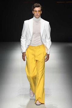 Daks, Frühjahr/Sommer 2019, Mailand, Menswear Lolita Fashion, 70s Fashion, Fashion Week, Korean Fashion, Fashion Models, High Fashion, Frugal Male Fashion, Knit Hat For Men, Fashion Nova Curve