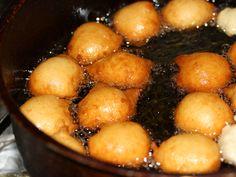 Gogosele rapide cu urda Pinterest Recipes, Pretzel Bites, Ricotta, Easy Meals, Good Food, Food And Drink, Potatoes, Bread, Vegetables