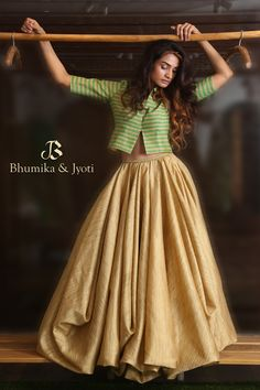 Lehnga Dress 478296422928009437 Best Picture For Blouse designs For Your Taste You are looking for something, and it is going to tell you exactly what you are looking for, and you didn't find that pic Trendy Dresses, Nice Dresses, Fashion Dresses, Dresses With Sleeves, Stylish Outfits, Lehenga Choli Designs, Indian Designer Outfits, Indian Outfits, Designer Dresses