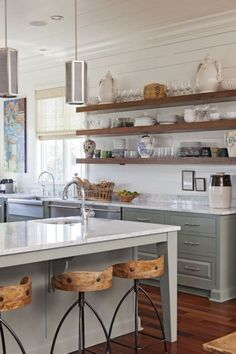Awesome 38 DIY Simple Kitchen Open Shelves Decorating Ideas http://decoraiso.com/index.php/2018/05/16/38-diy-simple-kitchen-open-shelves-decorating-ideas/