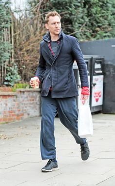 Tom Hiddleston grabbing a coffee in holey casual attire in North London on February 26, 2017. Source: Torrilla. Higher resolution image: http://ww4.sinaimg.cn/large/6e14d388gy1fd58x6g6urj21p42qs7sd.jpg