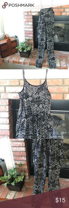 New w/tags bandana paisley jumpsuit large women's Women's large jumpsuit. This thing is so rad I bought two. But I didn't need too. Ha. So black and white bandana paisley print. Spaghetti straps. Adjustable tie at waist to cinch it. Or let loose and let it hang. Tapered leg. 96% cotton 4% spandex. Perfect combo. Not free people. They didn't have my brand. Free People Pants Jumpsuits & Rompers