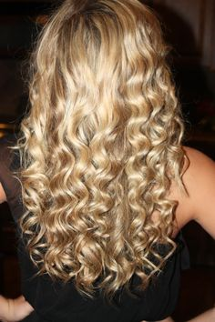 wand curlss :) love it remindes me of taylor swift curls