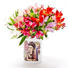 Porta-velas (ou um lindo vaso) com o tema Frida Tesoro mio! #porcelana #porcelanadecorada #porcelanapersonalizada #decoração #decor #pintadoamão #feitoamão #brasil #brazil #homedecor #porcelain #FridaKahlo #Frida #flowers #flores #quote