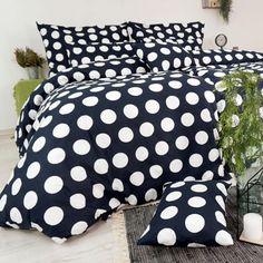 Jednoduchý, ale elegantný vzor sekne do každej spálne. Veľké biele bodky na čiernom podklade učarujú určite každému. Obliečky sú vyrobené na Slovensku zo 100 % bavlny delux. Comforters, Blanket, Home, Creature Comforts, Quilts, Ad Home, Blankets, Homes, Cover